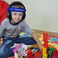 Саша строит дом на Томатис-занятии